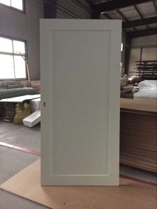 Hampton Inn Hotel White Painted Wood Sliding Barn Door with Mirror Inlay for Bathroom and Closet in China pictures & photos
