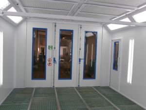 Ce Certified Good Quality Spray Painting Booth pictures & photos