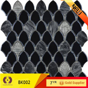300*300mm Hot Sales Shell Mosaic Interior Tile Mosaic Tile (BK002) pictures & photos