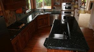 Wholesale Bathroom Vanity Kitchen Island Emerald Pearl Granite Countertop pictures & photos