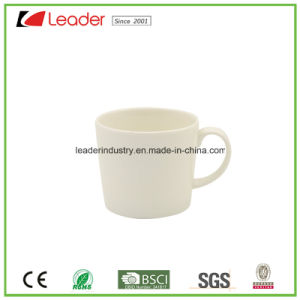 Wholesale White Ceramic Tea Mug with Green Color Inside pictures & photos