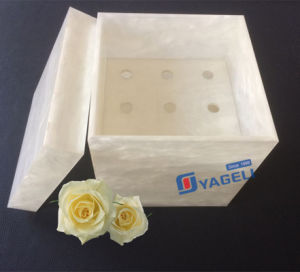 Valentine′s Day Gift for Fresh Roses Acrylic Flower Box pictures & photos