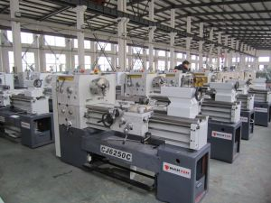 Tornos Lathe Spindle Bore 80mm Centre Length 1000mm 1500mm 2000mm (CD6250C) pictures & photos