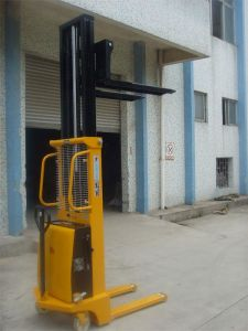 China Top Rank Semi-Electric Pallet Stacker pictures & photos
