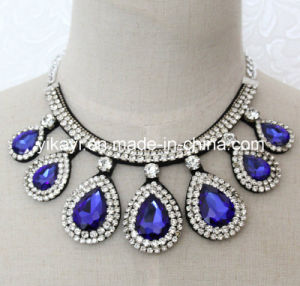 Lady Fashion Waterdrop Glass Crystal Collar Necklace Costume Jewelry (JE0193) pictures & photos