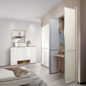 China Manufacturer Sliding Door Wardrobe with Mirror pictures & photos