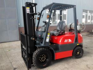 3t Diesel Forklift with Isuzu C240 Engine/Solid Tires pictures & photos