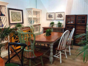 Match Well of Chinese and Western Chair Antique Furniture pictures & photos