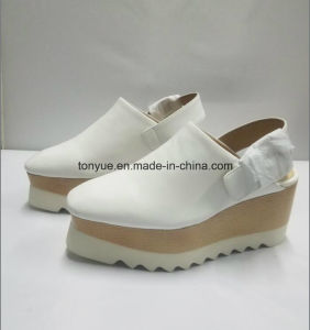 Lady Kid Leather Platform Sandals pictures & photos