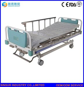 China Supply Hospital Furniture Manual Three Function Medical Nursing Beds pictures & photos