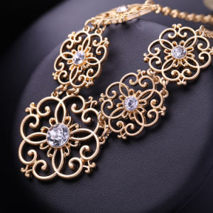 Retro Fashion Palace Flower Shaped Hollow Alloy Crystal Studded Short Necklace pictures & photos
