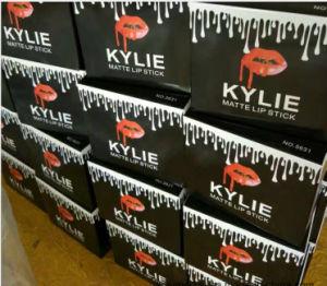 Kylie Cosmetic Matte Lipstick 12 Color Black Tube Bullet Shape Makeup Lip Stick pictures & photos