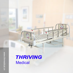 Hospital Pediatric One-Crank Children Bed (THR-CB001) pictures & photos