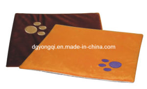 Pet Products Self Heated Bed for Dog with CE Quality pictures & photos