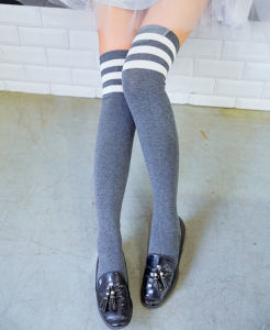 Wholesale High Quality Over Knee Striped Render Long High Women′s Stockings pictures & photos