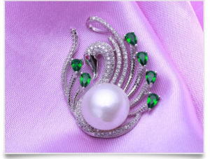 Freshwater Fashion Pearl Pendant 12-13mm AAA Button Pearl Swan Shape Button Pearl Pendant pictures & photos