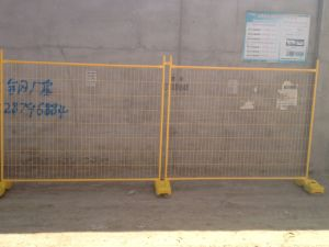 Standard 1.80-3.80 or 2.0-4.0 Version 84 Microns Full Hot Dipped Galvanized Temporary Fence pictures & photos