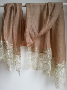 Cashmere Diamond Shawl Lace Trimed pictures & photos