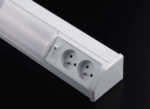 T8 Electronic Wall Lamp (FT3020F) pictures & photos