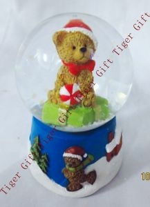 Polyresin Christmas Bear Snowglobe 45mm Tg2273