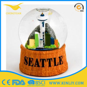 Resin Base Snow Globe Christmas Snow Globe for Gift pictures & photos