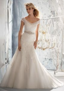 Delicate Alencon Lace A-Line Bridal Wedding Gowns (WMA3052) pictures & photos