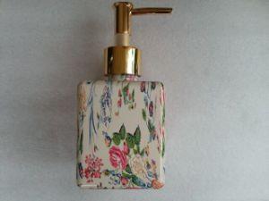 White Square PETG Bottle with Cleanser Pump Jj-024 pictures & photos