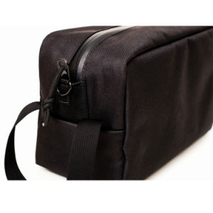 OEM Custom Fashion Design Carbon Lined Cosmetic Bag pictures & photos