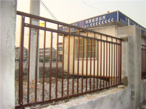 Customized Simple Industrial Residential Galvanized Steel Flat Top Fence pictures & photos