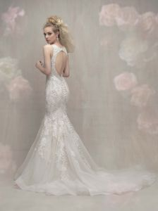 Beaded Bridal Gowns Lace Hollow Back Beach Country Wedding Dress Lb1848 pictures & photos