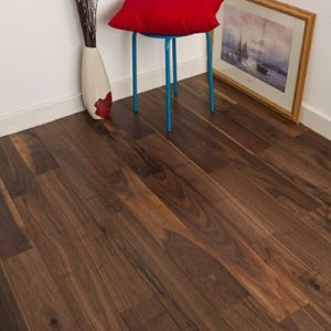 Natural UV Lacquer Engineered Walnut Wood Flooring pictures & photos