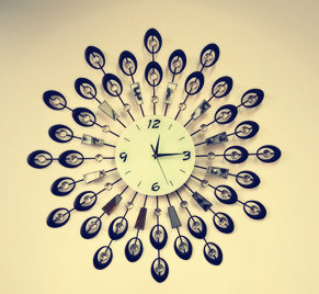 Beautiful Decoration Iron Wrought Wall Clock for Your Living Room