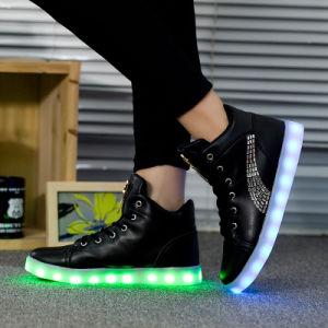 2016 of The Latest High Quality Fashion Adult Ladly Casual High Top LED Shoes pictures & photos