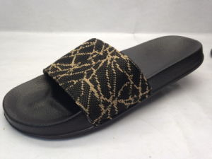 Rubber Beach Slippers with Mickey Head Pattern (21iw1723) pictures & photos