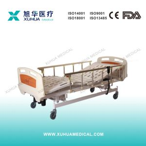 Hospital Three Functions Electric Medical ICU Bed (XH-4) pictures & photos