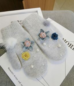 Customed Women′s Warm Knitted Gloves with Flowers Patterns pictures & photos