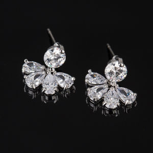 Fashion Silver Cubic Zirconia Crystal Heart Dangle Earrings Jewelry pictures & photos
