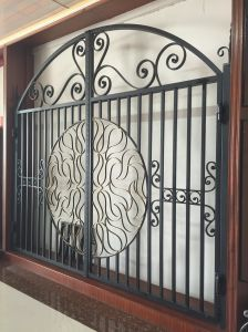 High Quality Wrought Iron Gate pictures & photos