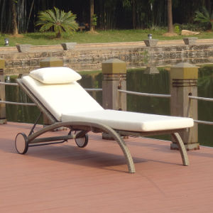 Outdoor Garden Leisure Furniture Rattan/Wicker Patio Beach Lounge Adjustable Easy Folding Swimming Pool Deck Chair with Wheels pictures & photos