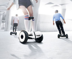 700W Fashionable Electric Self Balancing Hoverboard Scooter with Handlebar pictures & photos