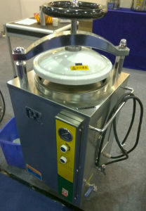 Portable Pressure Steam Autoclave Sterilizer 35L pictures & photos
