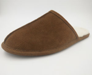 Cow Suede Comfortable Men Shoes Indoor Slippers pictures & photos