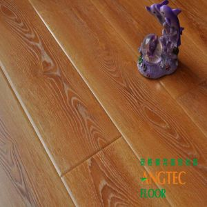 Oak Engineered New Handscraped Antique Real Wood Laminate Flooring pictures & photos