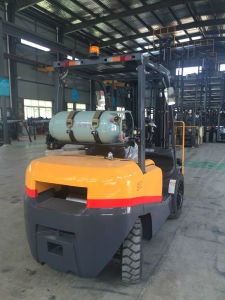 2tons LPG Forklift Japanese Nissan Engine Popular in Europe pictures & photos