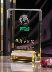 2017 China Style Hot Sales Personalized Crystal Achievement Shield Trophy Award pictures & photos