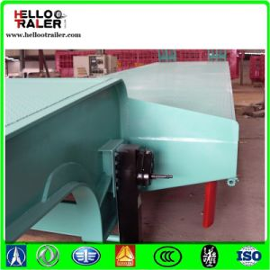 Heavy Duty Low Bed Semi Trailer with 30-60 Tons Low Loader Truck Trailer pictures & photos
