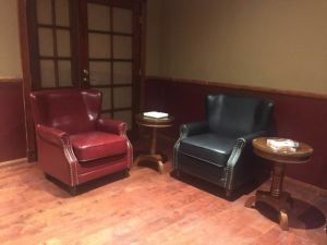 Upholstered Leather Sofa Chair for Hotel, Cigar Bar Chair (628) pictures & photos