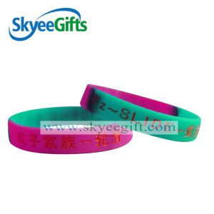 New Design Custom Fashion Rubber Printed/Embossed/Debossed/Luminous Silicone Bracelet Wristband with Logo pictures & photos