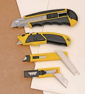 18mm High Quality Cutter 60# Carbon Steel Utility Knife with 8 Blades pictures & photos
