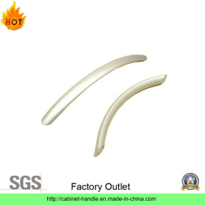 Factory Outlet Steel Furniture Hardware Kitchen Cabinet Pull Handle Furniture Handle (C 002) pictures & photos